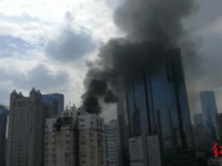成都太升南路一商厦突发火灾 消防:火已被扑灭